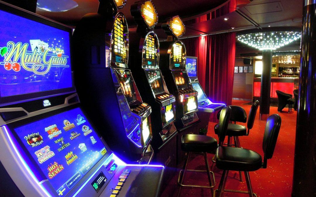 Online Gambling Slots Versus Traditional Casino Slot Machines | GRS Gambling  Trends